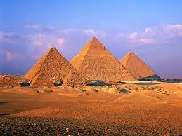 Египетские пирамиды смотреть со спутника online чудес света  Пирамиды символизируют связь неба с землёй и были посвящены Гору древнеегипетскому богу всего мира