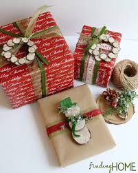 Christmas Gift Wrap Ideas with Wood Slice Wreaths and Snowmen