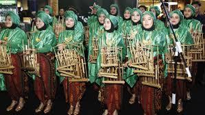 ᮃᮀᮊᮣᮥᮀ) adalah alat musik multitonal (bernada ganda) yang secara tradisional berkembang dalam masyarakat sunda di suku sunda alat musik ini dibuat dari bambu, dibunyikan dengan cara digoyangkan (bunyi disebabkan oleh benturan badan pipa bambu) sehingga menghasilkan bunyi yang bergetar dalam susunan nada 2, 3, sampai 4 nada dalam setiap ukuran, baik. 6 Jenis Alat Musik Tradisional Indonesia Terkenal Dan Mendunia Citizen6 Liputan6 Com