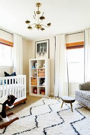 i love how erin of design crisis used navy and white to create a beautiful neutral nursery the white is a fantastic base for the pops of navy the rug is a