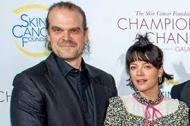 David Harbour brings Lily Allen to ...