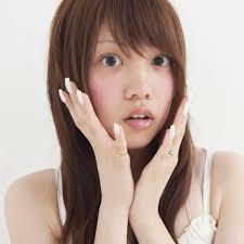 小顔に見せるつもりが逆効果 顔が大きく見えて失敗した髪型4選