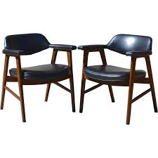 set of 2 paoli mid century danish modern chairs juhl chieftain style from kitschandcouture on ruby lane