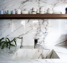In dit filmje een indruk van de terras de estremoz branco. Pedra Marmore Natural Duravel E Resistente A Agua Confira A Gama