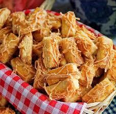 Sop buntut bisa menjadi salah satu hidangan lezat untuk disajikan saat lebaran nanti. Nggak Cuma Kastengel Ini Lo 7 Resep Kue Lebaran Berbahan Keju Bikin Pengen Ngunyah Terus