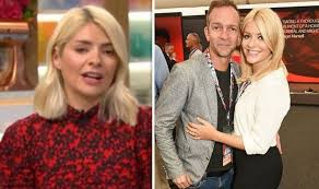 The this morning presenter wore her £760 designer love jacket as she cosied. Holly Willoughby This Morning Star Discusses Her Husband S I Must Choose Your Battles Decision Celebrity News Showbiz Tv Fr24 News English