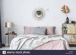 Elegante Rosa Und Gold Schlafzimmer Innenraum Mit Sonne Geformten