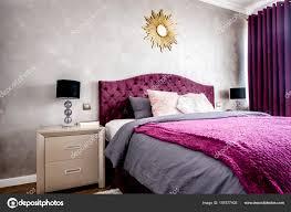 Innere Des Lila Schöne Gemütliche Und Stilvolle Schlafzimmer Mit
