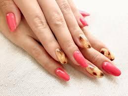 秋のネイルデザインはヒョウ柄にピンクで目立ちます プロテケアネイル