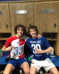 """Fanatik on Twitter: """"David Luiz ve kendisine çok benzeyen Alex Kral'dan maç  sonu pozu… """""""