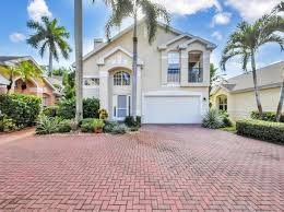 Greeting patients in an enthusiastic and welcoming manner, upholding the qes gold standards of care. Lawn Maintenance Naples Real Estate 33 Homes For Sale Zillow
