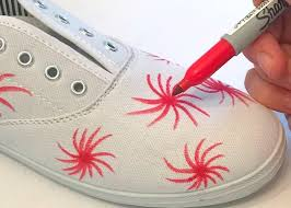 drawing on canvas shoes with sharpies in a firework print