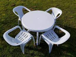 white plastic round table and chairs