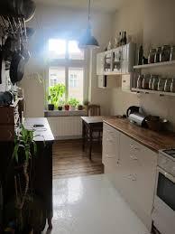 Lieblingszimmer Küche Mit Gewürzsammlung Schönem Esstisch Aus Holz