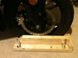 the front rotor isn t as close at looks in this picture when it s strapped in because the bolts underneath raised the board up sitting on the cement