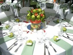 Very pretty centerpiece using green apples.