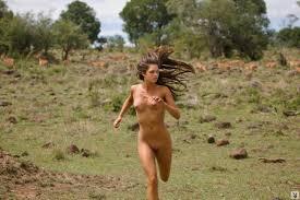 Frauen nackt in freier Natur Cernunnos Insel