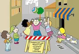 Resultado de imagen para niña jugando en la calle