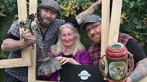 Silver sculpture makes day for Aussie Picker | Newcastle Herald |  Newcastle, NSW
