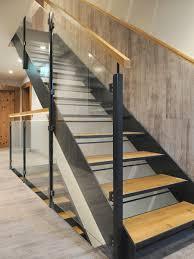 Stahltreppen mit holzstufen, als zweiholmtreppe, stahlwangentreppe oder spindeltreppe verbinden funktionalität und design. Galerie Wieland Treppen
