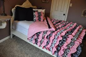 pink black teen room