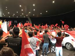 Atatürk Havalimanı'nda demokrasi nöbeti