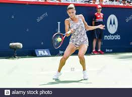 15. August 2021: Camila Giorgi (ITA) gibt den Ball beim Finale der WTA  National Bank Open im IGA Stadium in Montreal, Quebec, zurück. David  Kirouac/CSM Stockfotografie - Alamy