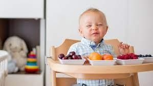 Các loại trái cây tốt cho trẻ 7 tháng tuổi, lưu ý khi cho bé ăn trái cây
