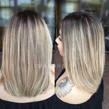 3e2205ed52b3e7 Krátký účes Z Rovných Blond Vlasů S Hnědým Melírem