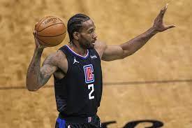 LA Clippers re-sign injured superstar Kawhi Leonard