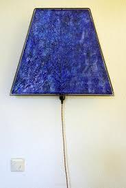 Embossed Grote Lampenkap Met Fijn Reliëf Industrieel Uiterlijk Metaal En Papier Donkerblauw Met Prachtig Kleurrijk Fancy Fair Snoer
