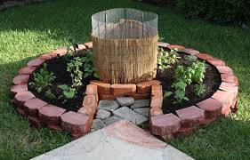 Keyhole Garden Design Classy Keyhole Garden Compost Pile In Middle Of Round Garden Water Into