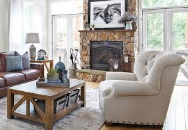 although much of the design aesthetic of a rustic farmhouse is laid back and casual the rustic chic farmhouse trend boasts a bit more edge