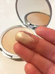 nonetheless it is a staple in my makeup collection and a cult clic for a good reason