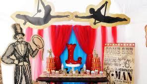 vine circus party decor