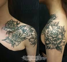 фото тату черно белые цветы на ключице от мастеров салона территория