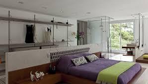 modelo de quarto com closet e banheiro com divisórias de vidro foto sandra picciotto