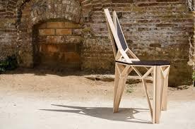 дневник дизайнера Современные стулья из дерева лучших  Удивительная строго геометрическая конструкция стула собрана из двух повторяющихся треугольников Это важный аспект который позволяет значительно ускорить