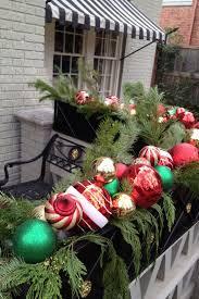 Cool Christmas Balcony Decor Ideas