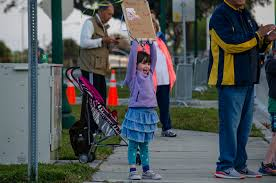 First Watch Sarasota Half Marathon races through Sarasota - Ava Chapman  cheers on her mother as she runs the First Watch Sarasota Half Marathon. |  Your Observer