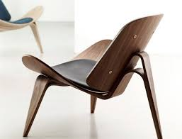 Iconic Modern Designs: The CH07 Shell Chair / Photo Credits: