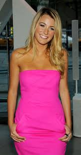 blake lively at 2009 cfda awards in neon pink dress