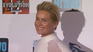 Yolanda Foster Hairstyle yolanda foster weighs in on daughter gigi hadids new romance with 7130 by wearticles.com