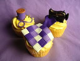 Beautifully Artistic Cakes for Quilters - Quilting Digest & Quilt-themed cupcakes from The Frosted Cake 'n Cookie. Adamdwight.com