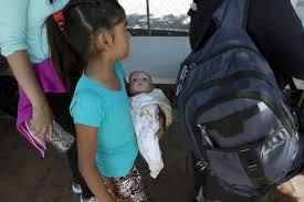 Resultado de imagen para garita de tijuana,niños deportados