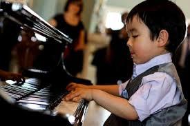 Độ tuổi thích hợp để cho trẻ học đàn piano cơ bản