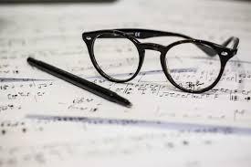 Saat mendengarkan sebuah nada bunyi yang menghasilkan sebuah harmonisasi yang berasal dari beberapa alat atau instrumen. 0kzahwqzliuznm