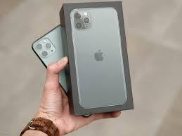 Hình ảnh trên tay iPhone 11 Pro Max màu xanh Midnight