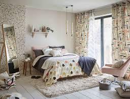Memiliki kamar yang nyaman adalah hal wajib karena kamar terkadang berfungsi sebagai tempat bersembunyi dari dunia luar. 25 Motif Wallpaper Dinding Kamar Dan Tips Perawatannya