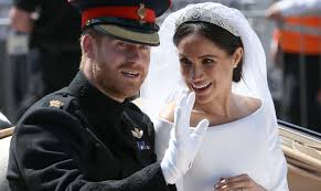 meghan markle has a load of freckles on her face they re pretty cute and she doesn t wear a lot of makeup so you can see them fairly well